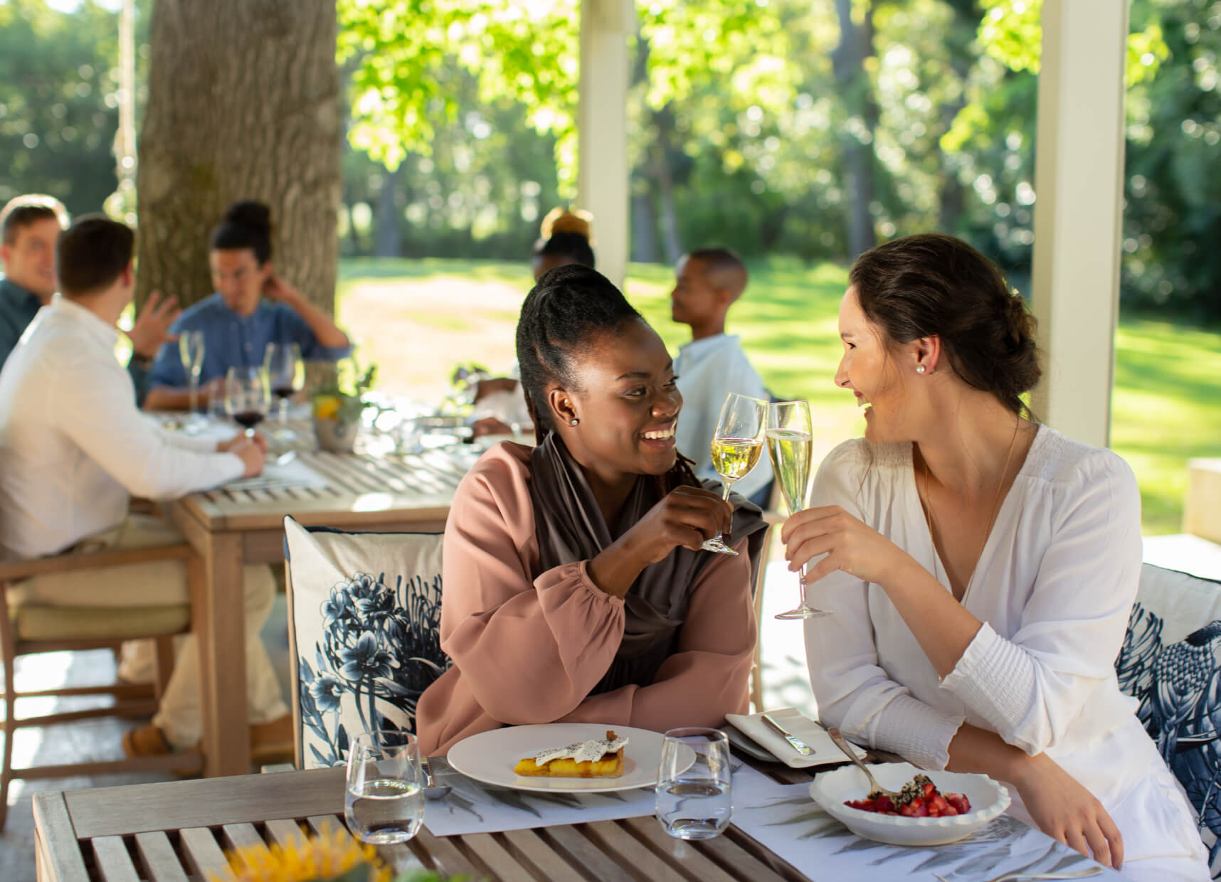 two women dining at The Camphors restaurant at Vergelegen
